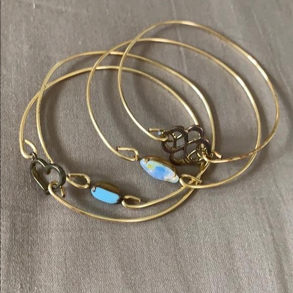 Jewelry - Set of bangle gold bracelets.